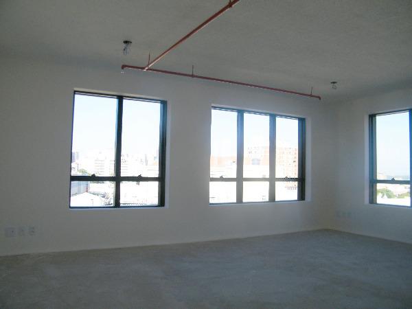 Sala Comercial com Infra Privilegiada do Edifício no Bairro - Foto 9