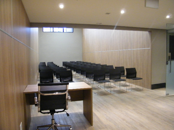 Sala Comercial com Infra Privilegiada do Edifício no Bairro - Foto 13