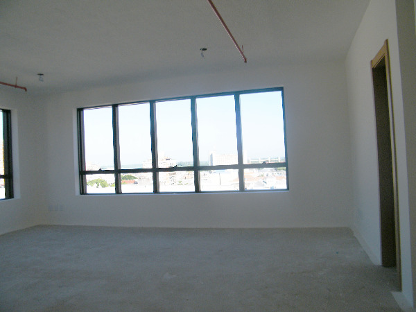 Sala Comercial com Infra Privilegiada do Edifício no Bairro - Foto 10