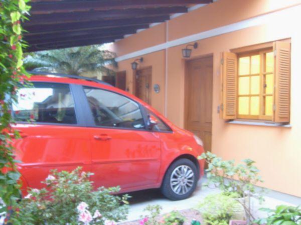 Casa Semimobiliada com 2 Dormitórios no Bairro Cavalhada em Porto
