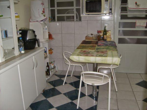 Casa Semimobiliada com 2 Dormitórios no Bairro Cavalhada em Porto - Foto 13