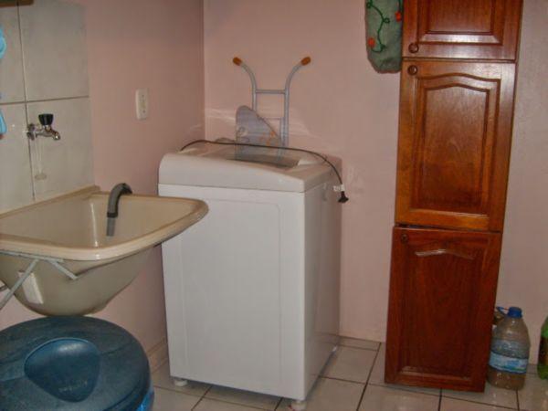 Casa Semimobiliada com 2 Dormitórios no Bairro Cavalhada em Porto - Foto 14