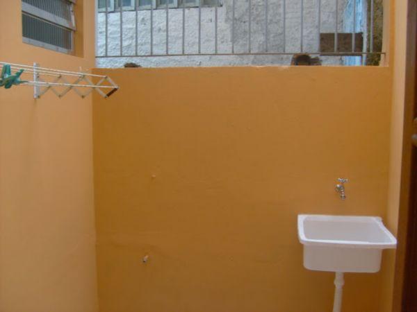 Casa Semimobiliada com 2 Dormitórios no Bairro Cavalhada em Porto - Foto 6