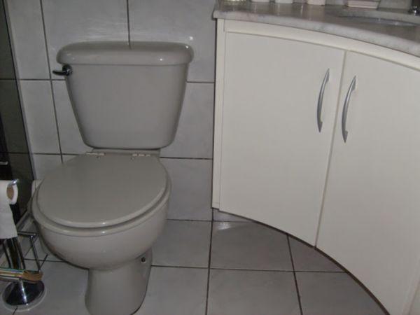 Casa Semimobiliada com 2 Dormitórios no Bairro Cavalhada em Porto - Foto 8