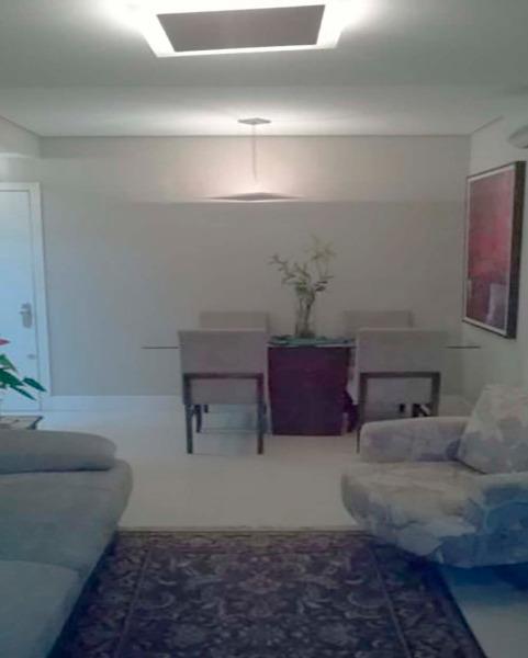 Apartamento Semimobiliado com 2 Dormitórios é 2 Vagas no Bairro - Foto 5