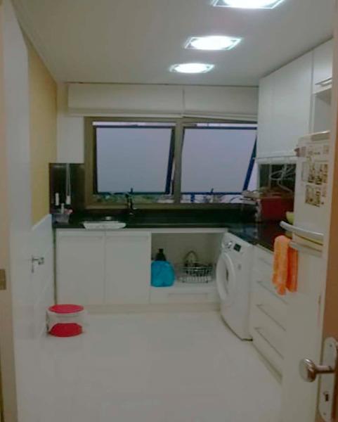 Apartamento Semimobiliado com 2 Dormitórios é 2 Vagas no Bairro - Foto 7