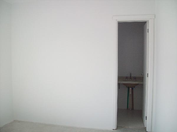 Apartamento com 3 Dormitórios no Bairro Passo da Areia em Porto - Foto 10