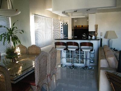 COB  3 dormitórios em OTIMO estado de conservação,      armários em 2,   suite,   closet em 1 dorm,    living c/ 3 ambientes,    sala de jantar,   1 banheiro social,    cozinha montada,    dorm. empregada,    wc auxiliar,   área serviço com espera para máquina, água quente,    esquadrias em MAD. PINTADA   - 2 vagas de garagem  - Imediações: ENCOL  - construção em: 1991  - 244 m2 de área privativa   - 310 m2  de área total   - Usado COBERTURA : Salão c/ 3 ambientes,   c/lareira,  churrasqueira.,  cozinha,  bar,  banheiro,   Terraço ESCADA MADEIRA  c/piscina,  . Vista Panorâmica sobre pilotis,   em OTIMO estado de conservação, fachada em pastilha,  c/ gás central,  Jardim,  Gradil,  piscina,  playground,  Fitness Center,  salão de festas,  churrasqueira,  antena coletiva,  portaria 24h,  zelador. EXCELENTE COBERTURA COM VISTA PANORAMICA APARTAMENTO IMPECAVEL.COZINHA AMERICANA,QUARTOS OTIMOS NA PARTE SUPERIOR C/TERRAÇO,DECK.PREDIO C/LAZER COMPLETO E MUITA SEGURANÇA.