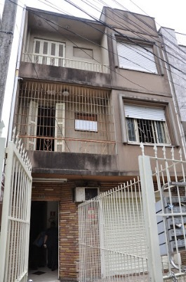 Prédio bem localizado, no bairro rio Branco, próximo a Avenida Goethe e Parcão. com 05 apartamentos e uma loja térrea, sendo um terraço com 02 áreas externas. Necessita reforma.