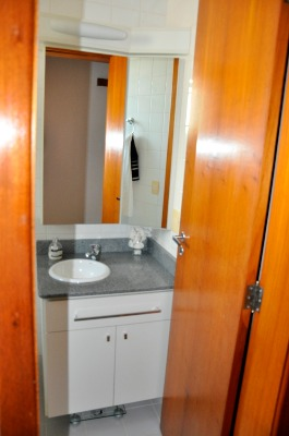 Apartamento com 3 Dormitórios no Bairro Azenha em Porto Alegre - - Foto 7