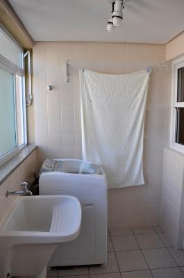 Apartamento com 3 Dormitórios no Bairro Azenha em Porto Alegre - - Foto 16